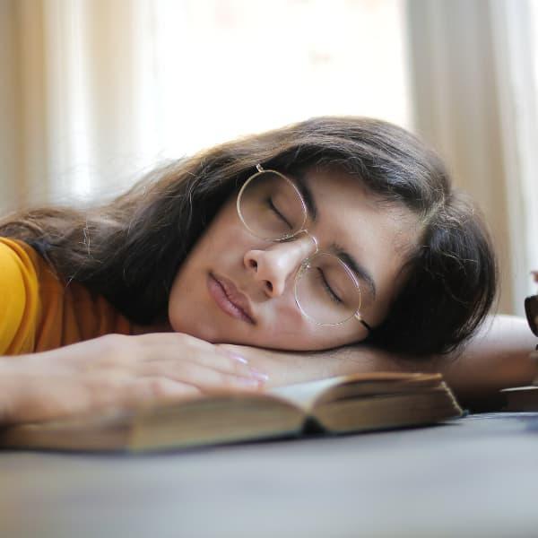 Insomnio provoca que no podamos dormir ni conciliar el sueño.